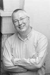 author Simon Winder profile image - Click to open Featured Author panel